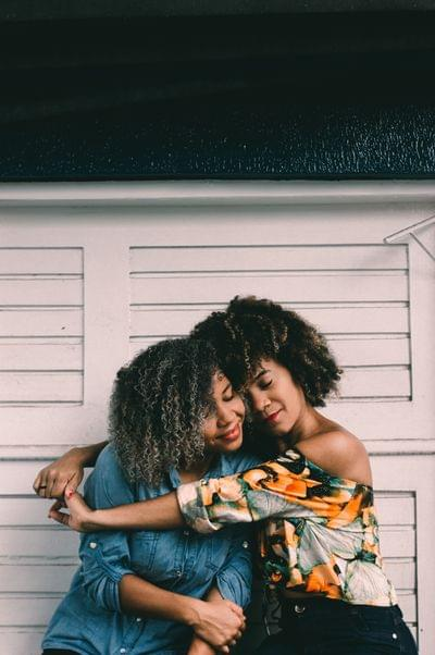 Friends%20hugging%20%20hian oliveira 614747 unsplash