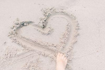 Heart%20in%20sand%20%20roman kraft 726008 unsplash