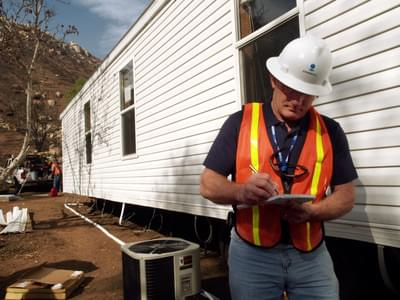Attachments original 1469569904 fema   33786   fema contractor inspects a mobile home in california